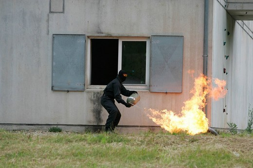 Stock Photo: 1848-139343 DEU Germany: Exercise of a SWAT Team Hemer on a special police training ground.