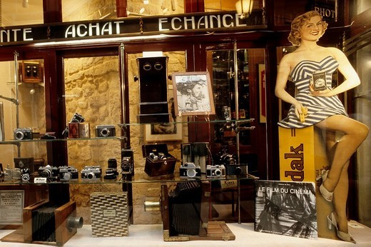 Retro advertising for Kodak Film in the shop window of an antique camera store, Galerie Verdau, Paris, France, Europe : Stock Photo