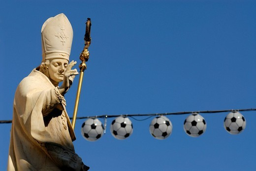 Annasaeule by Christof Benedetti, at top a statue of Pope Vigilius, 2008 UEFA European Football Championship, Maria Theresien Street, Innsbruck, Tyrol, Austria, Europe : Stock Photo