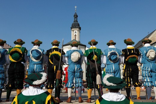 Stock Photo: 1848-140627 Historic sword dance, Georgiritt, George´s Ride, Easter Monday procession, town square with parish church in Traunstein, Chiemgau, Upper Bavaria, Bavaria, Germany, Europe