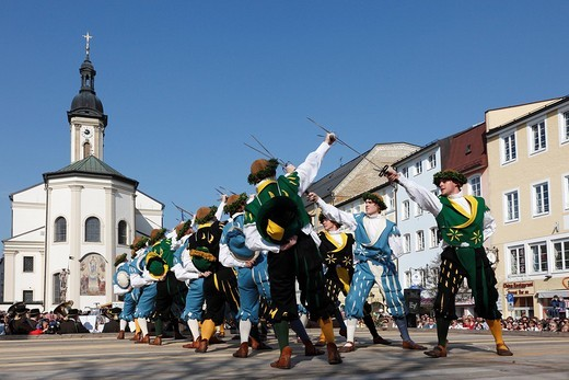 Historic sword dance, Georgiritt, George´s Ride, Easter Monday procession, town square with parish church in Traunstein, Chiemgau, Upper Bavaria, Bavaria, Germany, Europe : Stock Photo
