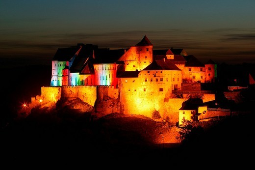 Castle lit up at night, Burghausen, Upper Bavaria, Bavaria, Germany, Europe : Stock Photo