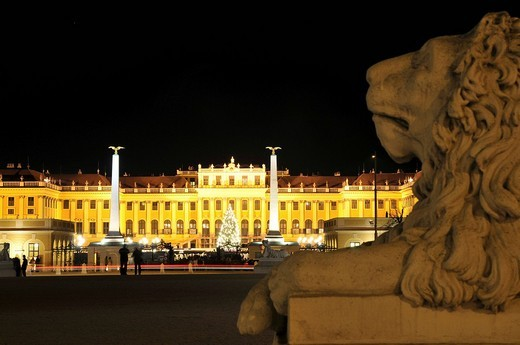 Schoenbrunn castle at night, Vienna, Austria : Stock Photo