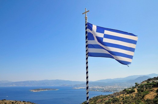 Greek flag near Agios Nikolaos or Ayios Nikolaos, Eastern Crete, Crete, Greece, Europe : Stock Photo