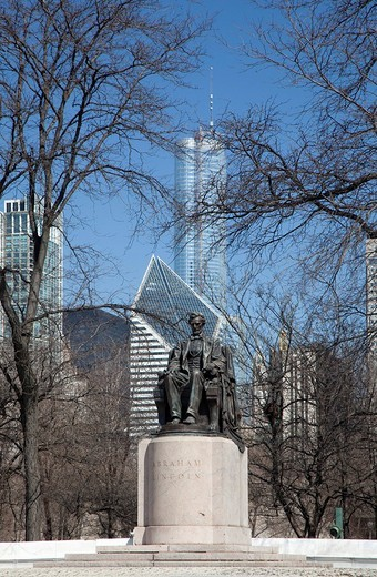 Stock Photo: 1848-144677 A statue of Abraham Lincoln in Grant Park, Chicago, Illinois, USA
