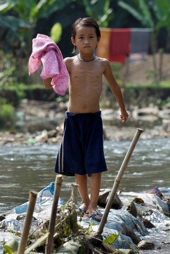 Girl at the river, Mae Ra Camp for Burmese refugees, Maesot, Thailand : Stock Photo
