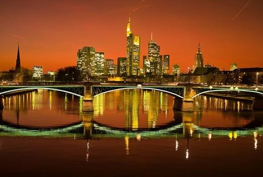 Sunset, Ignatz Bubis Bridge and the Frankfurt skyline, Frankfurt, Hesse, Germany, Europe : Stock Photo
