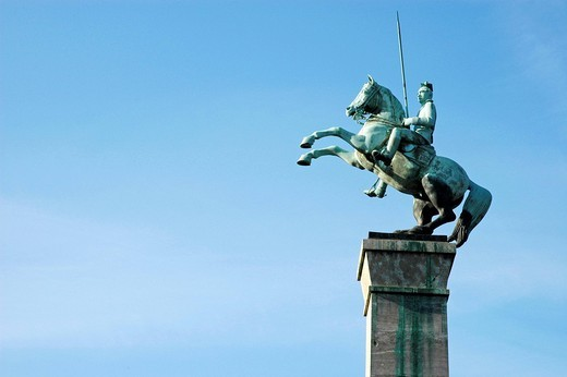 War monument, Rhine promenade, Duesseldorf, North Rhine_Westphalia, Germany : Stock Photo