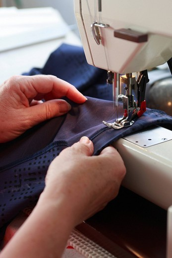 Sewing machine, seamstress : Stock Photo