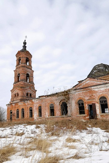 Russian Orthodox country church, destroyed during Soviet period, Vladimir city region, Russia : Stock Photo