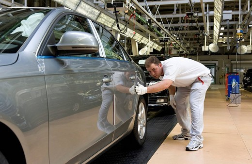 An Audi employee is checking an Audi A4 sedan for possible faults at the control centre of the Audi plant in Neckarsulm, Baden_Wuerttemberg, Germany, Europe : Stock Photo