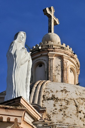 Statue of Mary and Dome, La Merced Church, Granada, Nicaragua, Central America : Stock Photo