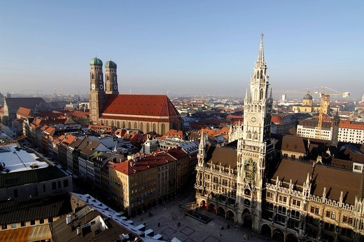 Long shot of Munich featuring the Frauenkirche church, city hall and the Marienplatz square, Munich, Bavaria, Germany, Europe : Stock Photo