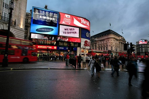 Stock Photo: 1848-157482 Oxford Circus at dusk on a rainy winter´s days, London, UK
