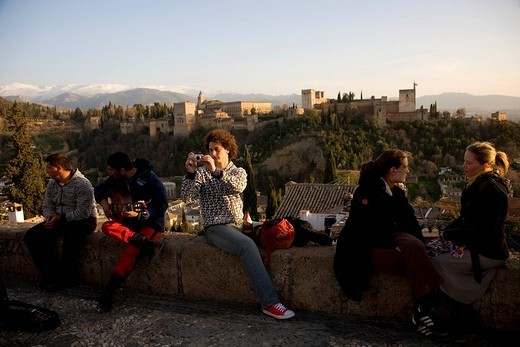 Tourist enjoying the view of the Moorish Alhambra Palace from the Mirador San Nicolas in the El Albayzín or Albaicín quarter of Granada, Andalusia, Spain : Stock Photo