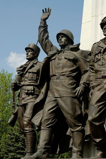 Sculptures of Russian, French and American soldiers, monument to the participants of the Antihitlerite coalition, Poklonnaya Hill, Moscow, Russia : Stock Photo