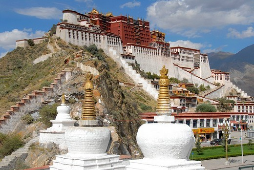 Tibetan Buddhism, white stupas in front of the Potala Palace, winter palace of the Dalai Lama, UNESCO World Heritage Site, Lhasa, Himalayas, Tibet Autonomous Region, People´s Republic of China, Asia : Stock Photo