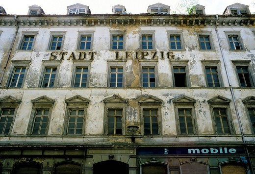 Building from the Gruenderzeit period in need of renovation, facade with the lettering Stadt Leipzig, Dresden, Saxony, Germany, Europe : Stock Photo