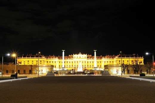 Schoenbrunn castle at night, Vienna, Austria : Stock Photo