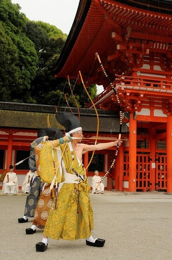 Ritual archers during a Shinto ceremony in Shimogamo Shrine, Aoi Festival, Kyoto, Japan, Asia : Stock Photo
