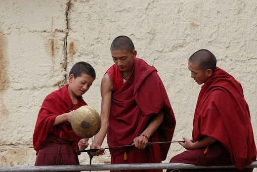 Monks cleaning objects used during rituals, Suntseling Monastery, Shangri_La County, Gyalthang, eastern Tibet, Yunnan, China : Stock Photo