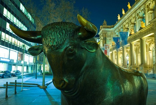 German stock exchange building in Frankfurt with bull statue in the foreground, Frankfurt, Germany, Europe : Stock Photo