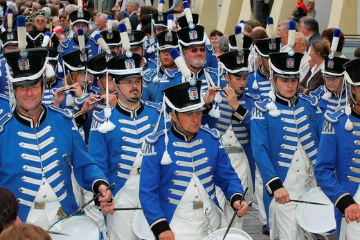 Marching band at an international festival for traditional costume in Muehldorf am Inn, Upper Bavaria, Bavaria, Germany, Europe : Stock Photo