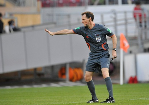 FIFA football association referee Florian Meyer, decision over a push : Stock Photo