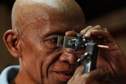 Man checking the quality of a diamond´s cut, diamond cutting, Cempaka, South Kalimantan, Borneo, Indonesia, Asia : Stock Photo