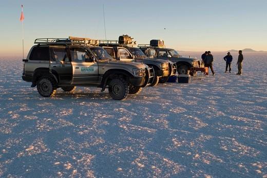 Stock Photo: 1848-173786 Fourwheeldrive vehicle with tourists on the Salar de Uyuni, Bolivia