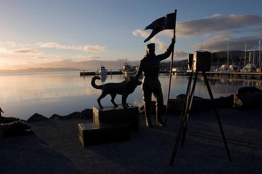Silhouette of the statue of the Antarctic photographer Frank Hurley, Victoria Dock, Hobart, Tasmania, Australia : Stock Photo