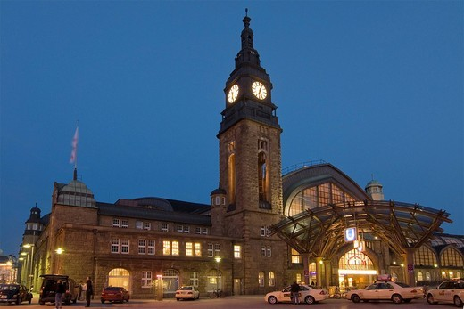 Building and tower of main railway station Hamburg Hauptbahnhof at dusk, Hamburg, Germany : Stock Photo