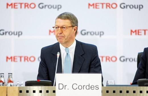 Dr. Eckhard CORDES, chief executive officer of the Metro AG, during press conference on finanicial statements for the business year 2008 : Stock Photo