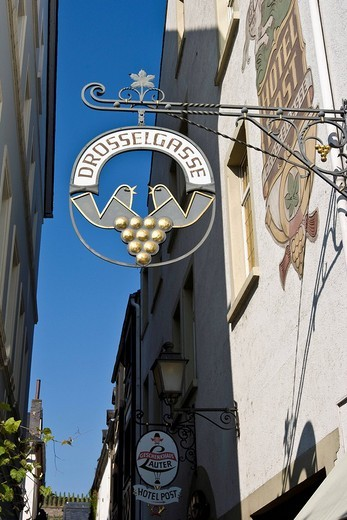 Stock Photo: 1848-179172 Sign for the Drossel Lane, Ruedesheim at the river Rhine, Hesse, Germany