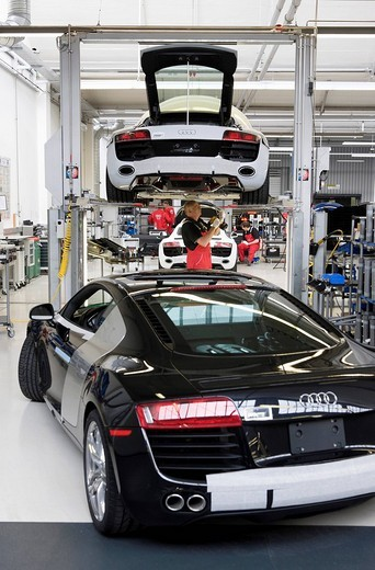 Stock Photo: 1848-180430 Audi employees doing final inspections of the Audi R8 sports car at the finish line in the Audi R8 assembly hall, Baden_Wuerttemberg, Germany, Europe