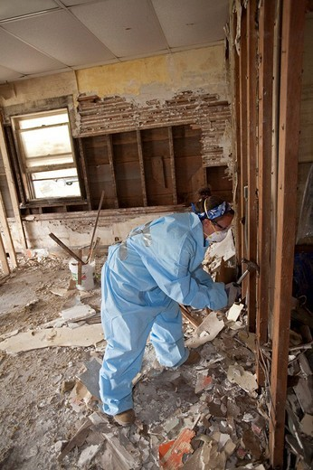 Volunteer guts a building damaged in the 2008 Iowa flood, Cedar Rapids, Iowa, USA : Stock Photo