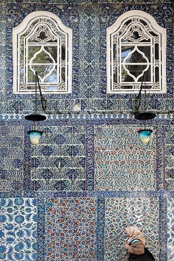 Wall, clad with magnificent Iznik tiles, mausoleum of Mohammed´s standard_bearer Eyuep Ensari, Eyuep village, Golden Horn, Istanbul, Turkey : Stock Photo
