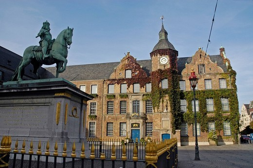 Jan Wellen statue, old town hall, Duesseldorf, North Rhine_Westphalia, Germany : Stock Photo