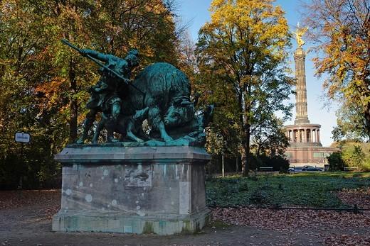 Stock Photo: 1848-183973 Altgermanische Bueffeljagd, bronze hunting statue by Fritz Schaper in front of the Siegessaeule, victory column, Grosser Tiergarten in Berlin, Germany, Europe