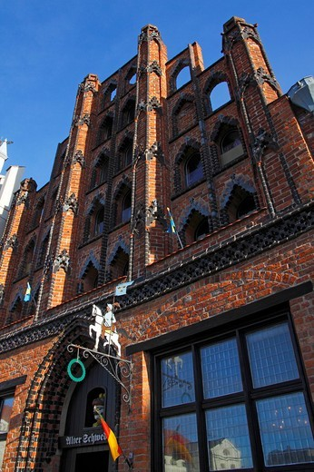 Facade and entrance to restaurant Alter Schwede, The Old Swede, on the marketplace, historic town house, gable house, late gothic brick building, Hanseatic City of Wismar, UNESCO World Heritage Site, Mecklenburg_Western Pomerania, Germany, Europe : Stock Photo