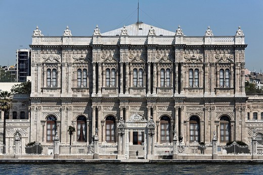 Dolmabahce Palace, sultan´s palace from the 19th century, Bosphorus front, Besiktas, Istanbul, Turkey : Stock Photo