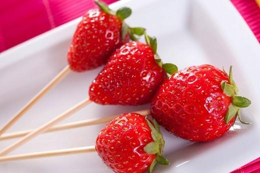 Stock Photo: 1848-186640 Strawberry sticks