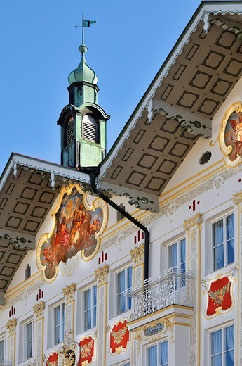 Building facade brightly painted lueftlmalerei beneath tower and weather vane, town hall, Bad Toelz, Bavaria, Germany : Stock Photo