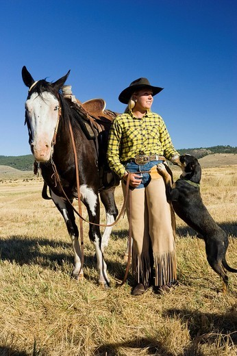 Stock Photo: 1848-193063 Cowgirl with horse and dog, Oregon, USA