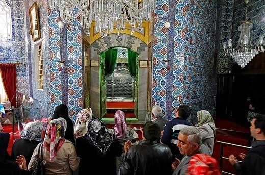 Stock Photo: 1848-194357 Devout Muslims pray in front of the tomb of Mohammed´s standard_bearer Eyuep Ensari, mausoleum, Tuerbesi, Eyuep village, Golden Horn, Istanbul, Turkey