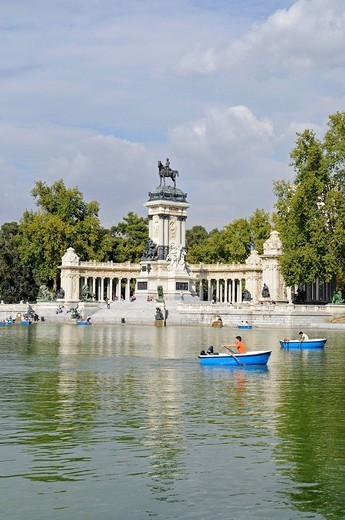 Rowing boats, lake, memorial to Alfonso Xll, equestrian statue, monument, Retiro, park, Madrid, Spain, Europe : Stock Photo