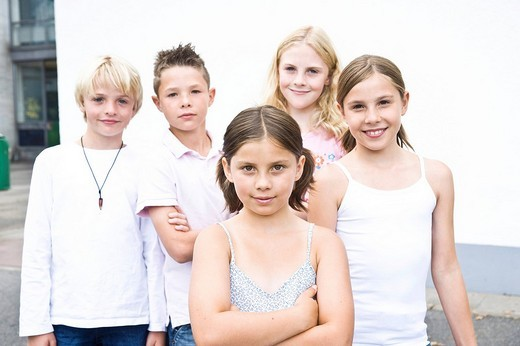 Stock Photo: 1848-198565 Five friends, arms folded, cool, in the schoolyard