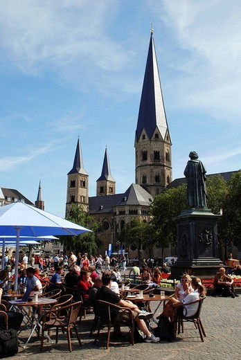 Tourists at Muensterplatz and Bonn Cathedral, Bonn, NRW, Germany : Stock Photo