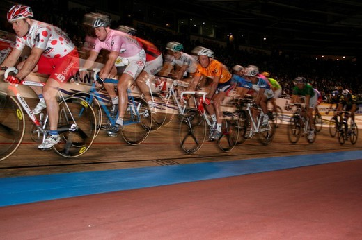 Stock Photo: 1848-199392 A bunch of cyclists at the Berlin Six_days_cup