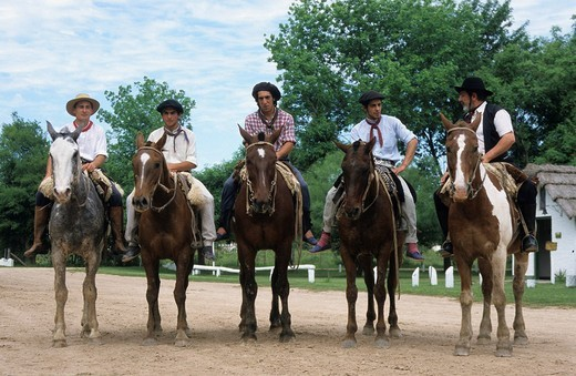 Stock Photo: 1848-205461 Gauchos or Argentinian cowboys at an estancia, ranch near San Antonio de Areco, Buenos Aires Province, Argentina